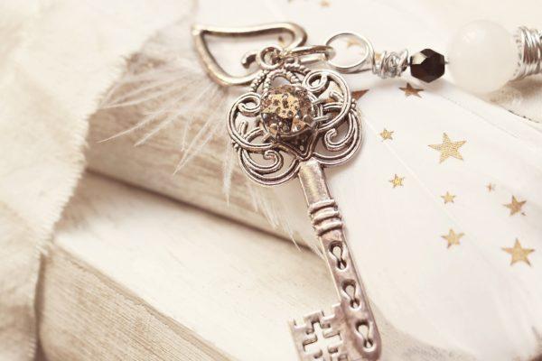 key-2471016_1920
